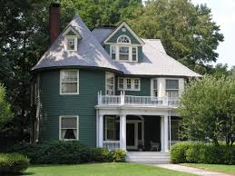 The Queen Anne-style house of Dr. Michael Gill, who was a prominent  Hartford physician, is on the the West Hartford side of Prospect Avenue.