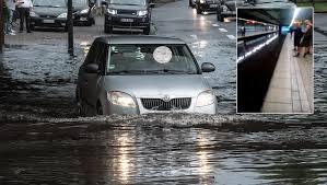 Und es bleibt weiterhin gewittrig. Wetter Aktuell Unwetter Uber Nrw Rheinkirmes Vorubergehend Geraumt Focus Online