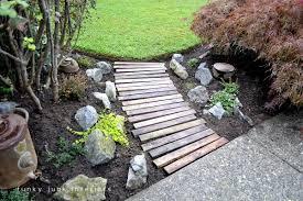pallet wood garden walkway funkyjunkinteriors net