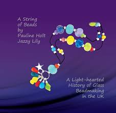 A String of Beads - A light-hearted history of glass bead making in the UK:  Amazon.co.uk: Pauline Holt - Jazzy Lily: 9780992877101: Books