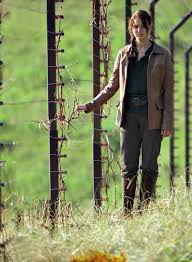 hunger games official movie stills so far the hunger games  katniss standing beside district 12 s electrified fence
