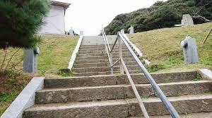 「階段走る 女性 年配」の画像検索結果