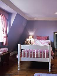 Cute Small Bedroom Design with Violet and Pink Themes