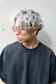 メンズヘア春にやりたいホワイトグレージュハイトーンヘアカラー