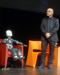 File:ICub and Roberto Cingolani - Festival Economia 2018.jpg - Wikimedia  Commons