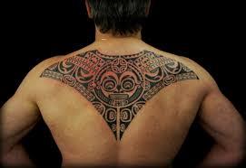 мужская тату на спине в полинезийском стиле фото татуировок
