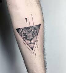 Lion In A Triangle Tattoo Tatuaggi Geometrici Tatuaggi Di