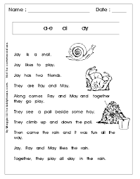 Two answer choices to guide learners. Phonics Free Printables 1st Grade Reading Worksheets Reading Worksheets Phonics Free