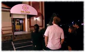 picture of gordon ramsay and the owners of fiesta sunrise vic yolanda and patti