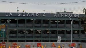 نيويورك - إعادة فتح مطار لاجارديا بعد انزلاق طائرة من على المدرج