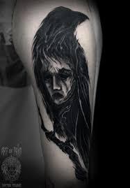 татуировка мужская хоррор на плече ворон мастер денис мати Art