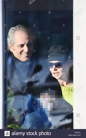 Simona Ventura e Giovanni Terzi fuori con i loro figli prima di un pranzo a  Milano