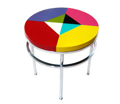 round lacquered table