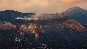 Vulcano volcano (Eolian Islands, Italy): dead animals were found,  evacuations ordered / VolcanoDiscovery