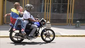 Resultado de imagen para TRASLADAN HERIDOS EN PROTESTAS MOTO