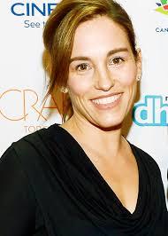 Amy Jo Johnson - Wikipedia