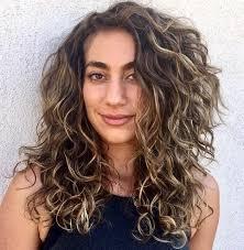Jadi bisa membuat wajahmu terlihat lebih lonjong dan tirus. 17 Model Rambut Wanita Yang Akan Populer Di 2021