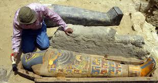 مصر - الكشف عن محتويات مقبرة فرعونية تعود لعصر الدولة الحديثة