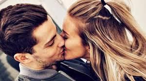 Dengan Cara Ini Pasangan Akan Menikmati Sesi Ciuman Bersama Kamu