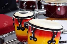 Berbagai contoh alat musik berdasarkan cara membunyikannya : Pengertian Musik Perkusif Dan Contohnya