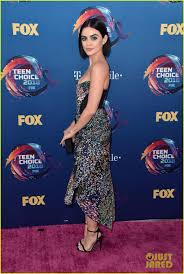 lucy hale goes glam in green eye makeup at choice awards 2018
