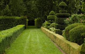 why are the ladew topiary gardens so famous