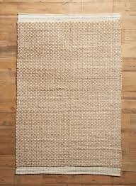 raw edged flatweave rug anthropologie gardenista 1