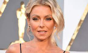 Kelly Ripa steals the show on Live in ...