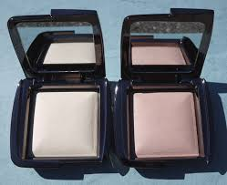 ambient lighting powder all over the face it comes equipped with extra soft high grade taklon bristles and is packaged in a protective travel pouch