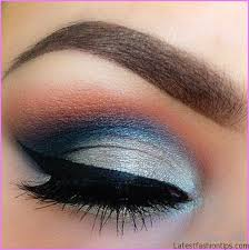 eye makeup for blue dress