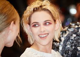 kristen stewart sees red with major make up fail at cannes
