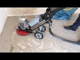 Wir haben von einem neu verlegten teppich nochreste übrig. Untergrundvorbereitung Entfernen Von Teppichkleber Mit Der Sanierungsfrase Ro 300 Youtube