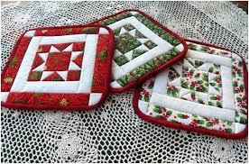Potholders - tutorial for the quilt block here: http://artthreads ... & Great Tutorial explaining how to make these quilted pot holders. This would  make a wonderful quilt project for Christmas gifts. Adamdwight.com