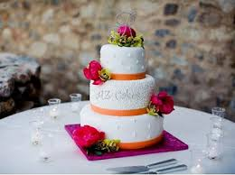 Small Wedding Cakes But Big On Flavor And Design