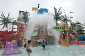 Hurricane Harbor Ca Six Flags Magic Mountain Things You Need To Know
