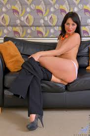 XXX porn dot pictures Sexy mommy Roxanne tickles her throbbing clit