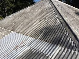 you will note the roofing s to the right where the galvanised sheet is on top of another galvanised sheet are not showing signs of corrosion