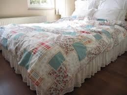 modern kingsize bed room fl comforter on the grey floor can add the beauty inside bedroom design ideas that make it seems great design inside house