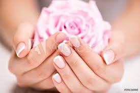 Fotografie Obraz Krásná žena Nehty S Francouzskou Manikúru A Růží