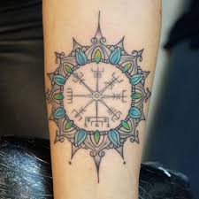 вегвизир или рунический компас известен тату студия академия