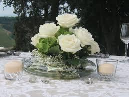 Matrimonio: centrotavola con rose bianche in vaso di vetro con