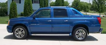 File:2003 Cadillac Escalade EXT side.JPG - Wikimedia Commons