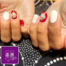 赤白の結晶アート 奈寿ナージュのネイルデザイン ネイルまつげ