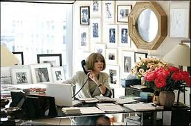 feng shui office table. Anna Wintour At Her Vogue Desk. She Has The Feng Shui Office Table