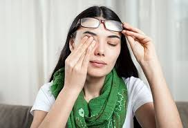 how can i relieve eye pain at home 10