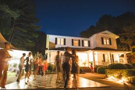 Backyard wedding lighting ideas Night Top Dreamer 42backyardweddingideas Fete Photography
