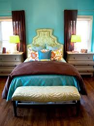 Color Inspiration / Rich turquoise and brown bedroom