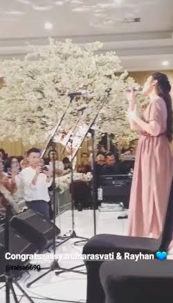 Raisa hadir di pernikahan Isyana