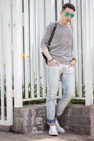 What To Wear With Light Blue Jeans Men What Colors To Wear With Light Blue Jeans
