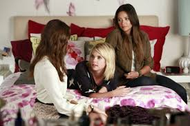 aria bedroom furniture lomasi wallpaper hanna marin arias room pll montgomery bedspread latest synopsis spencer hastings